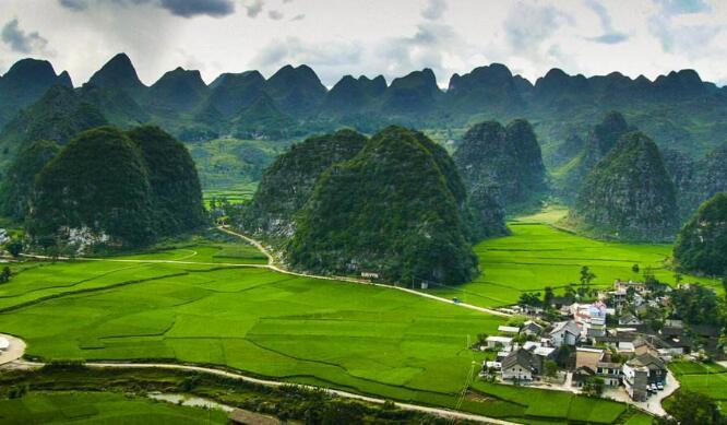 【金彩黔西南】贵州黄果树、马岭河、万峰林、