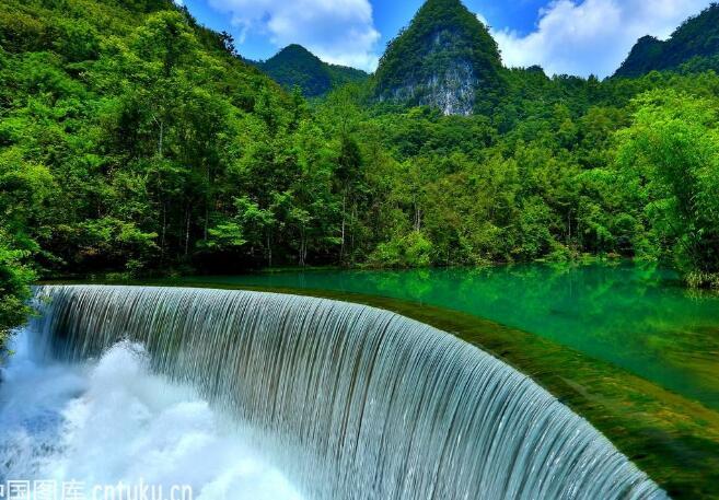 A方案:贵州黄果树、荔波大小七孔、西江千户苗